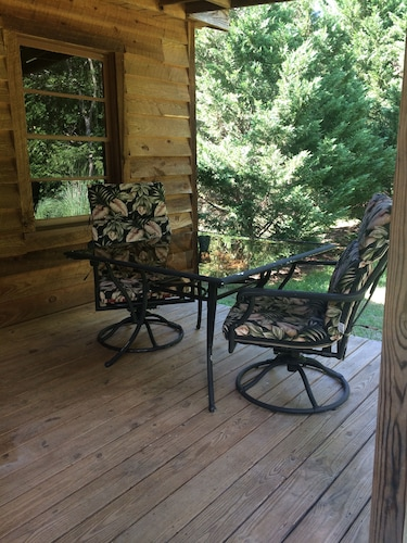 Peaceful Cabin Retreat Within Minutes of Historic Downtown Newberry SC