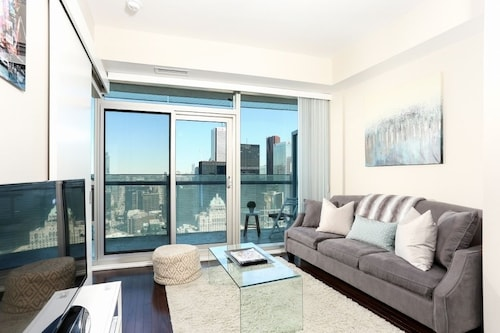 Platinum Suites - Modern Luxury High Rise Condo (CAN 20296083 3.8) photo