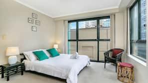 1 間臥室、熨斗/熨衫板、嬰兒床 (收費)、床單