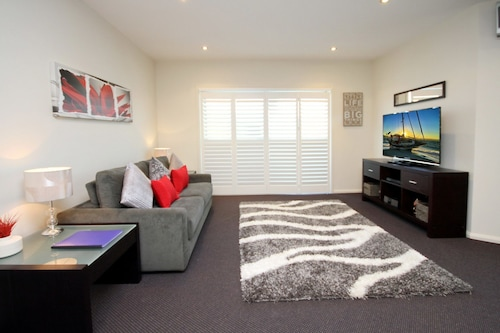 Pacific Blue Apartment 258, 265 Sandy Point Road