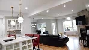 65 吋LED 電視連有線電視頻道、電視、加熱地板
