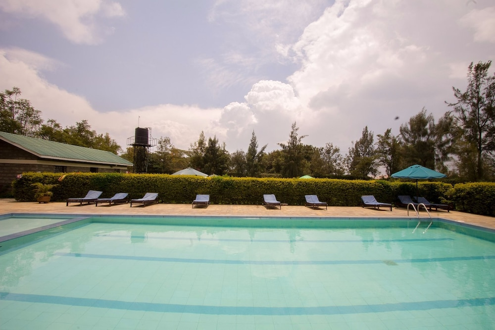 Outdoor Pool, Fina Gardens Resort
