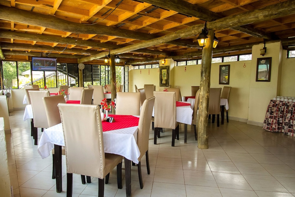 Restaurant, Fina Gardens Resort