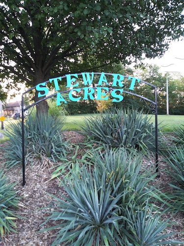 Great Place to stay Stewart Acres...big City Close, w/ Big City Charm near Arnold
