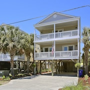 Welcome to Paradise! 5 BD/ 3 BA Beach House,private Pool, Wifi, Smart Tvs!!