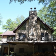Spacious Lake Hartwell Home With Cozy Cabin Appeal, 15 Minutes From Clemson Wifi