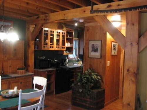 Private Kitchen, Timber Frame Cabin Located Nextt to the Clarion River & North Country Trail