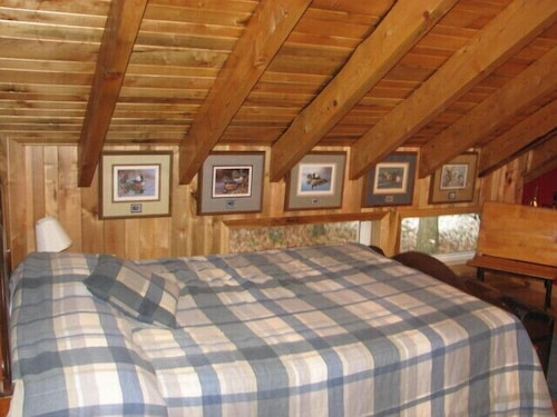 Room, Timber Frame Cabin Located Nextt to the Clarion River & North Country Trail