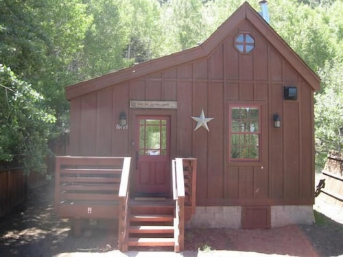 Luxury Historic Truckee River Cabin Hideaway