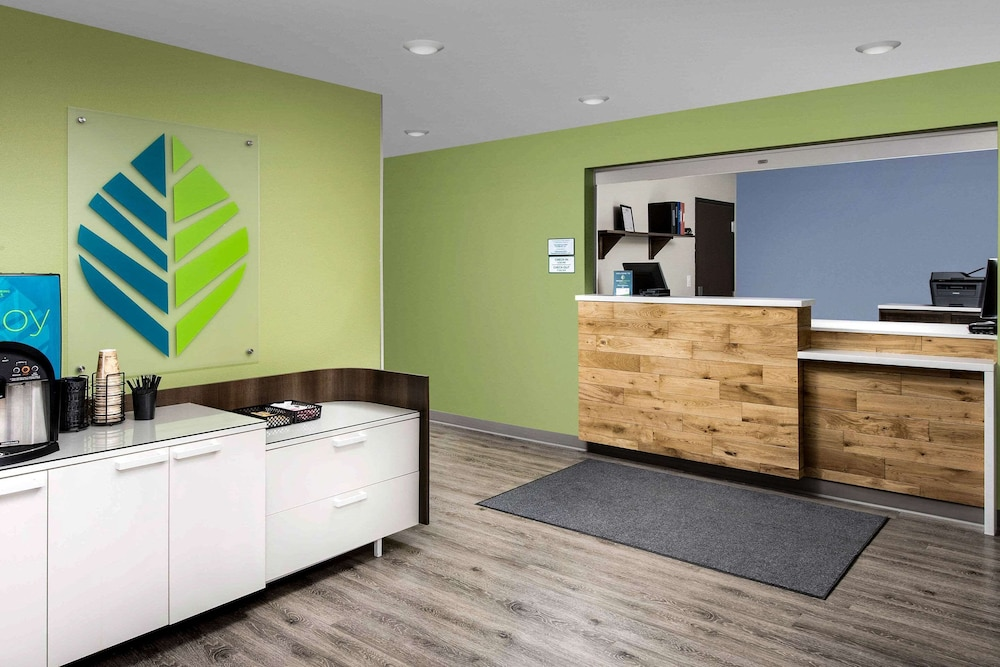 Lobby, WoodSpring Suites Providence