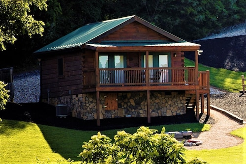 Hawksbill Retreat Cabin 10 Hot Tub Mountain View Beautiful 45 Acre Near Luray VA