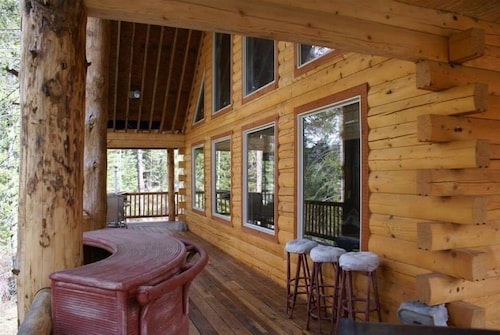 Log Cabin Golf Course Front-terrace Lakes, Gorgeous Wrap Around Deck With Views