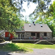 Autumn at THE Stone Cottage 2 Pvt Acr, Sleeps 5 - 9 w Guest Cabin, AC Wifi TV