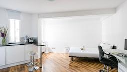 Stylish, Modern Chelsea Studio