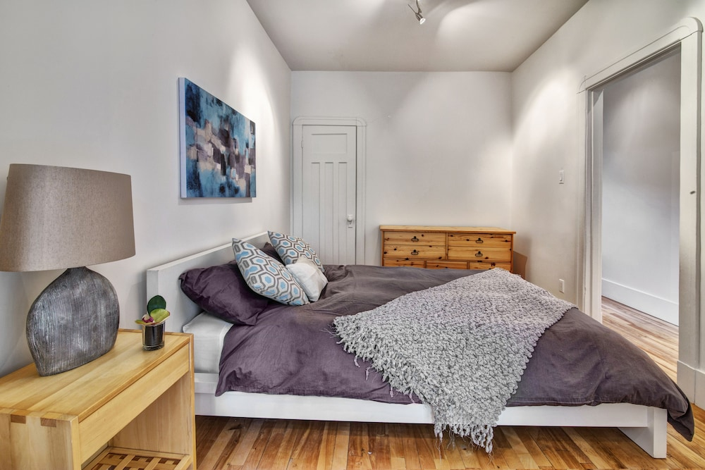 One Bedroom Apartment near Laurier Park offered by Short
