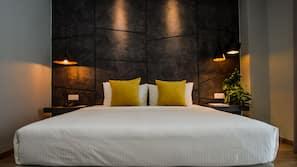 高档床上用品、客房内保险箱、办公桌、熨斗/熨板