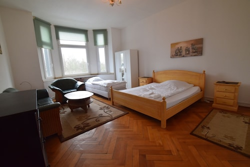 Tolstov-Hotels Large 3 1/2 Room Apartment