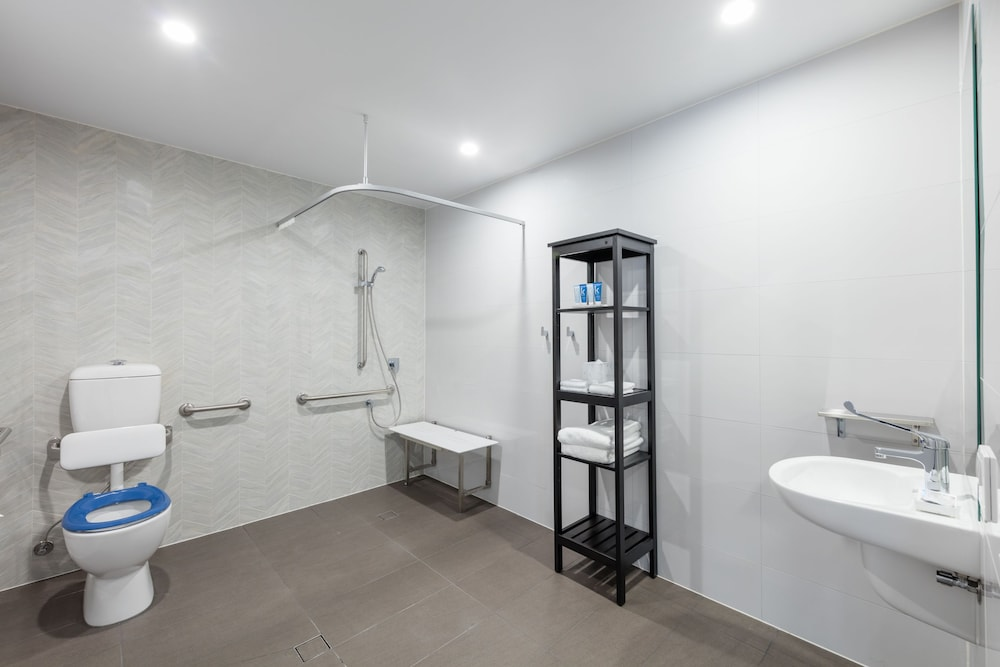Bathroom, Meriton Suites Coward Street, Mascot