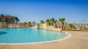 4 outdoor pools, open 10 AM to 10 PM, sun loungers