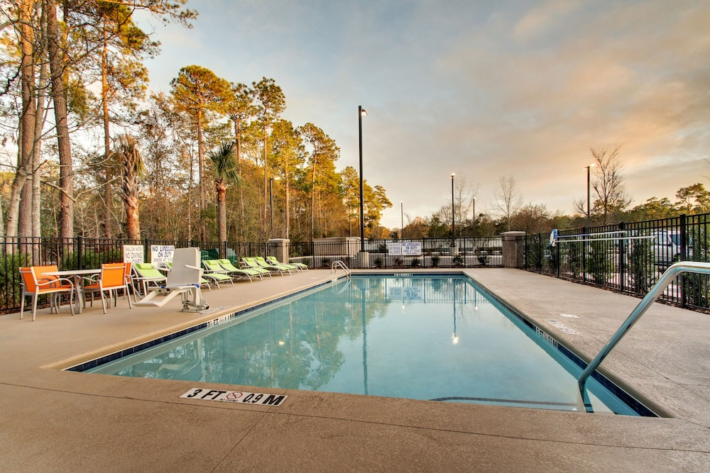Pool, Holiday Inn Express & Suites Summerville, an IHG Hotel