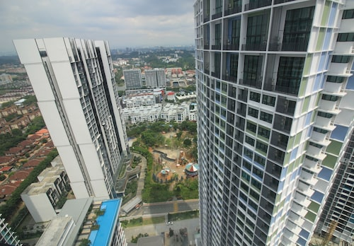 Eminent Suite @ i-Soho, i-City