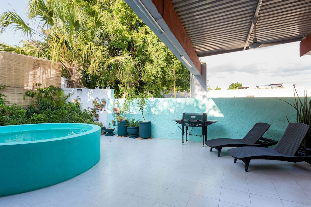 Outdoor Pool, Merida Serviced Apartments