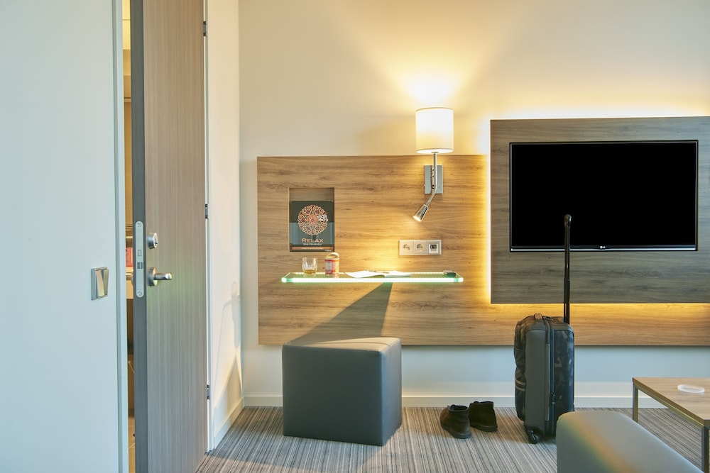 Moxy London Heathrow Airport Reviews Photos Amp Rates