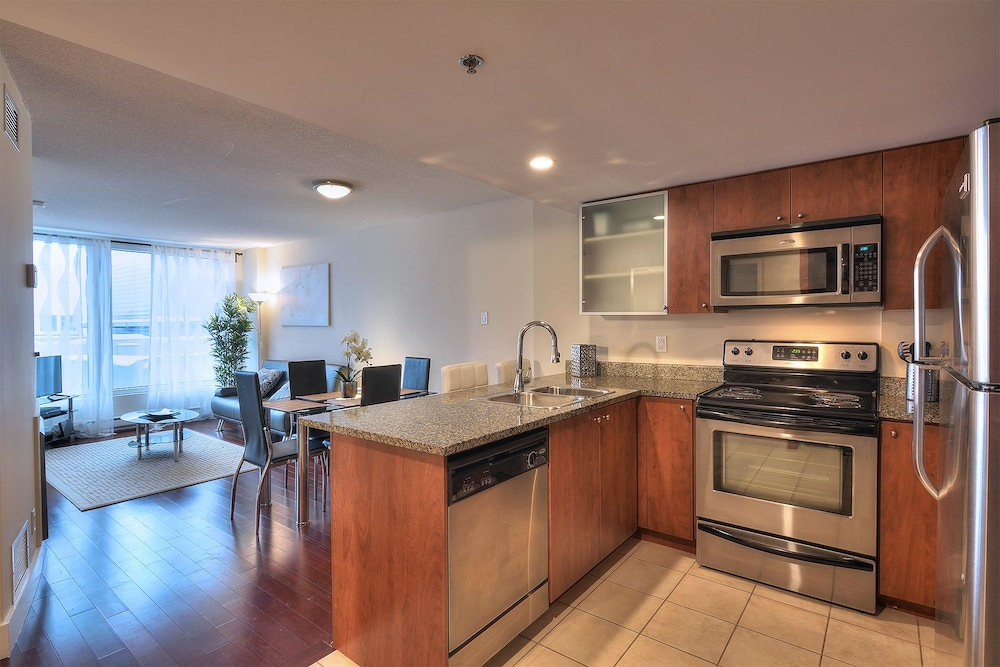 Private Kitchen, 1-Bedroom Convention Center Old Port