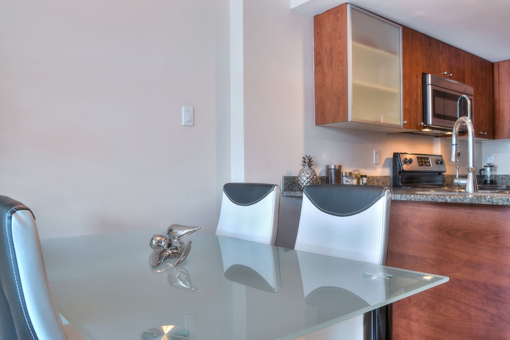 Private Kitchenette, 1-Bedroom Convention Center Old Port