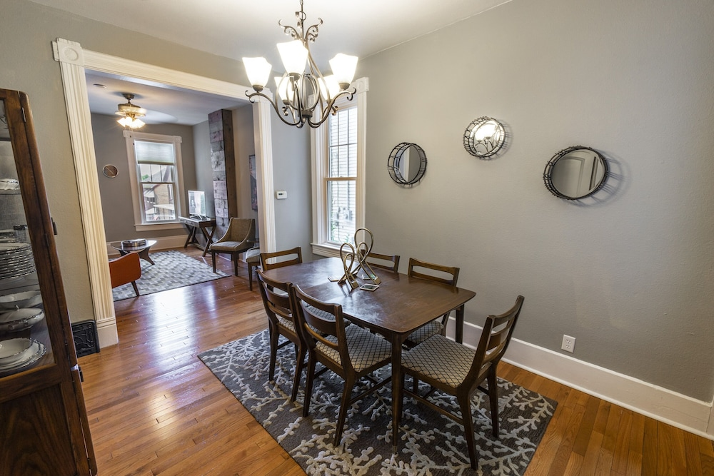 Private Kitchen, Historic Downtown Townhome