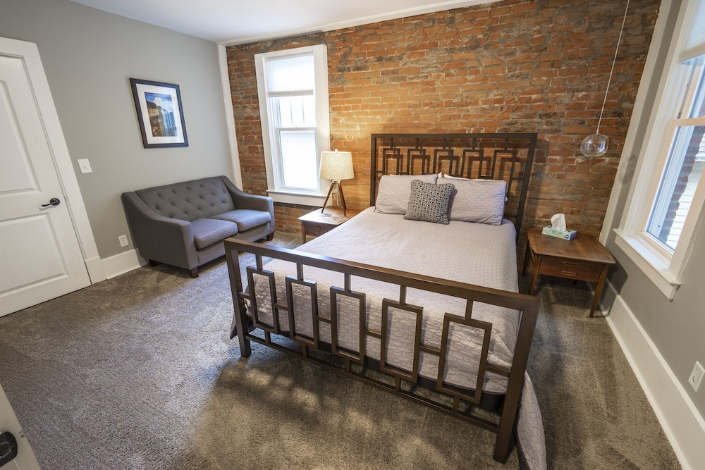 Room, Historic Downtown Townhome