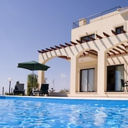 Outstanding 4 Bed 5 Bath Villa With Heated Pool