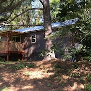 Cabin at IE Farm - Beautiful Pasture View, 7.8 Mile Drive to Equestrian Center