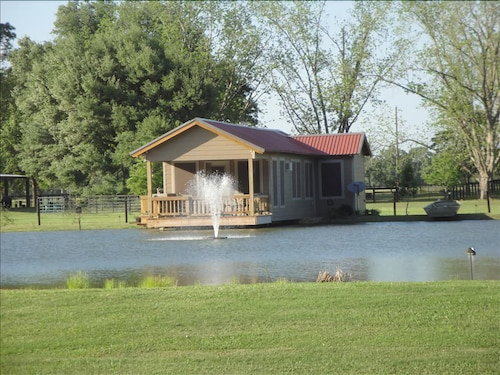 Cajun Pondside Cabin - Veteran Owned - in the Heart of Acadiana