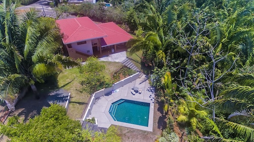 Spectacular Rainforest Views, Beach Access, Swimming Pool