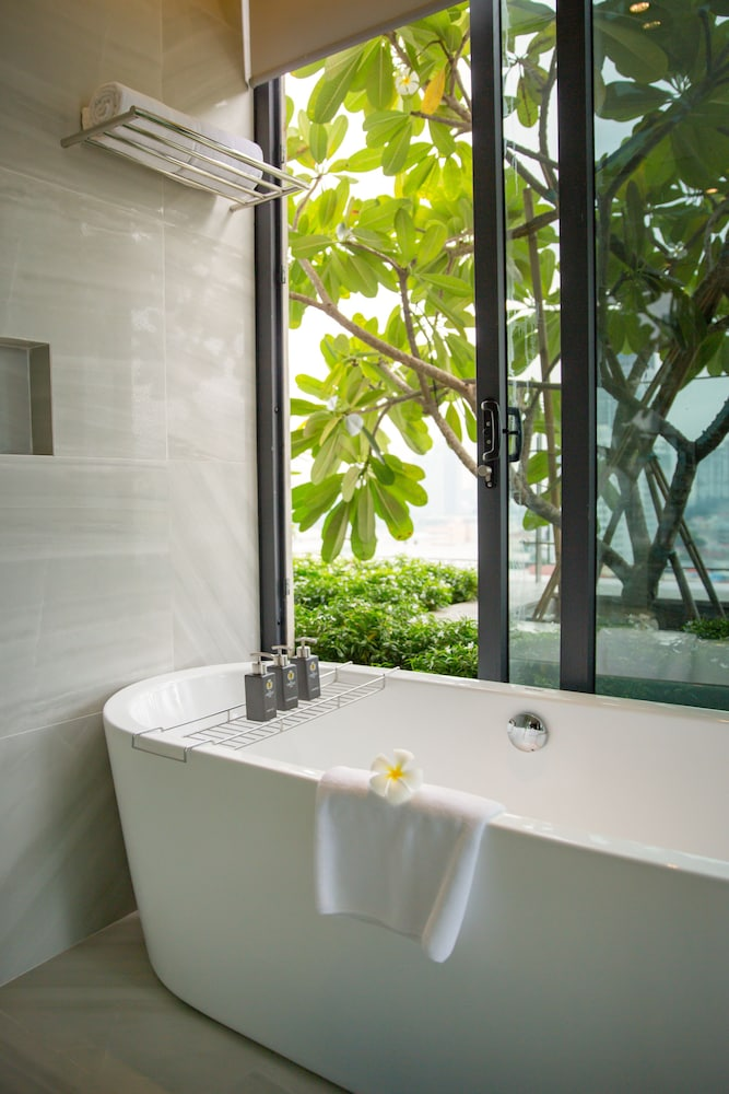 Bathroom, New Orient Hotel Danang