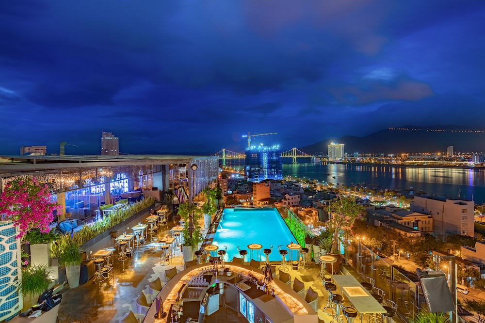 Rooftop Pool, New Orient Hotel Danang
