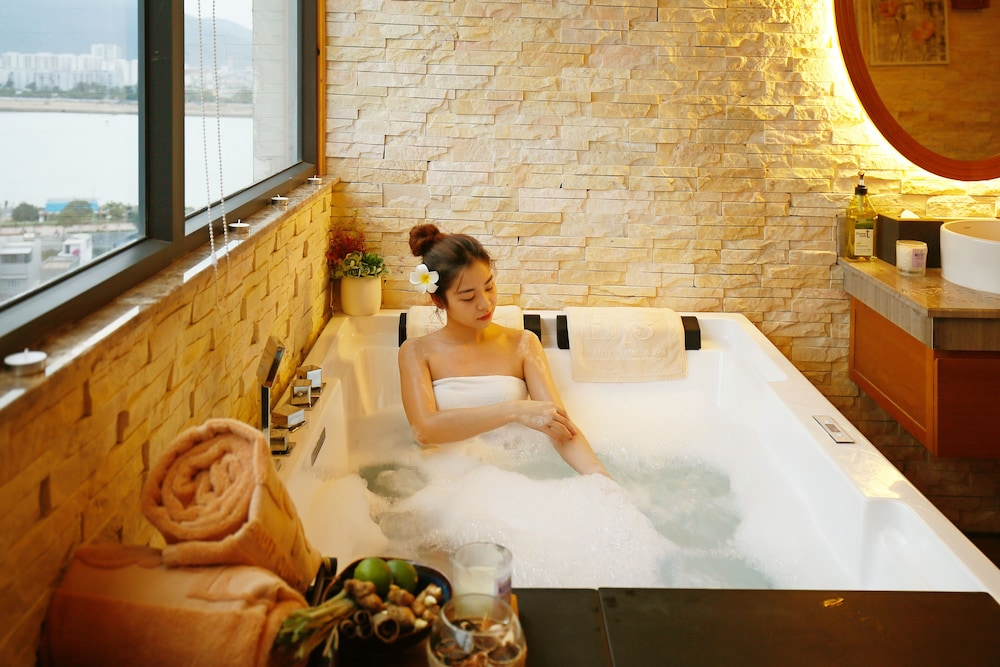 Spa Treatment, New Orient Hotel Danang