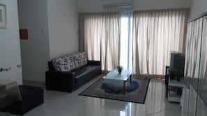 3 bedrooms, individually furnished, laptop workspace, blackout curtains