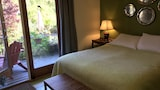 Wisteria Guest House - Salt Spring Island Hotels