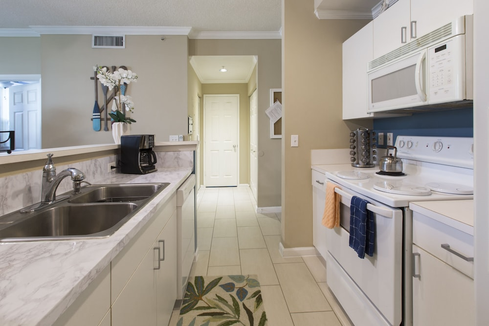 Pleasant West Palm Beach Stunning 2 Bedroom Apartment Steps Away From Beutiful Home Inspiration Truamahrainfo