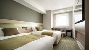 Down comforters, in-room safe, desk, blackout drapes