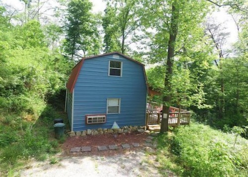 Great Place to stay The Shed - 1 Br Cabin near Wildwood