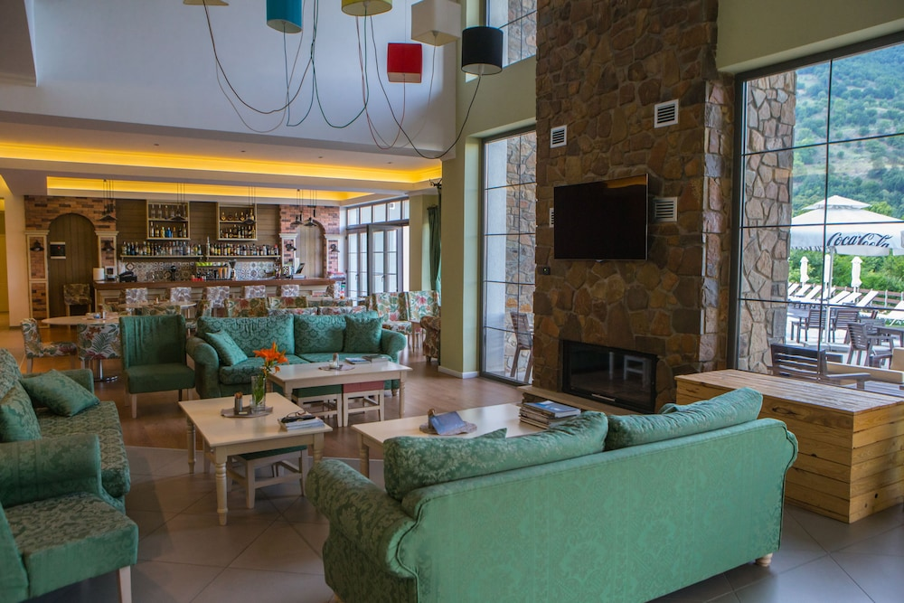 Lobby Sitting Area, Irenes Resort