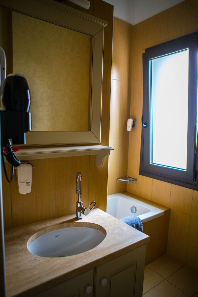 Bathroom, Irenes Resort