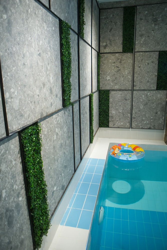 Indoor Spa Tub, Irenes Resort