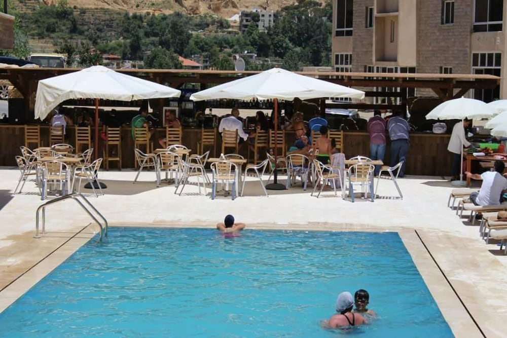 Outdoor Pool, Chalets De Faraya