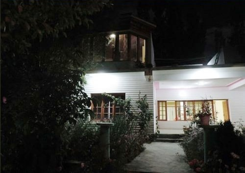 A O Guest House & Home Stay