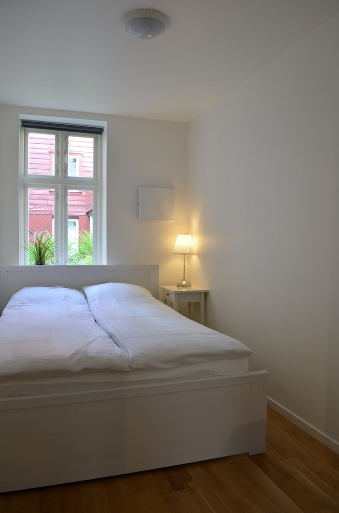 Hotel Entrance Featured Image City Apartment, 2 Bedrooms, Ground Floor    Guestroom ...