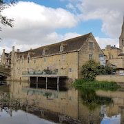 Riverside Apartments of Stamford